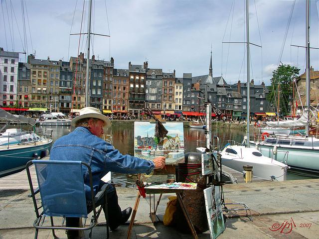 peintre sur le port de Honfleur (Licence CC par  jean-pierre jeannin) - TML Voile