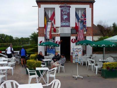 Petit café à la terrasse du 1er bâtiment libéré ! - TML Voile