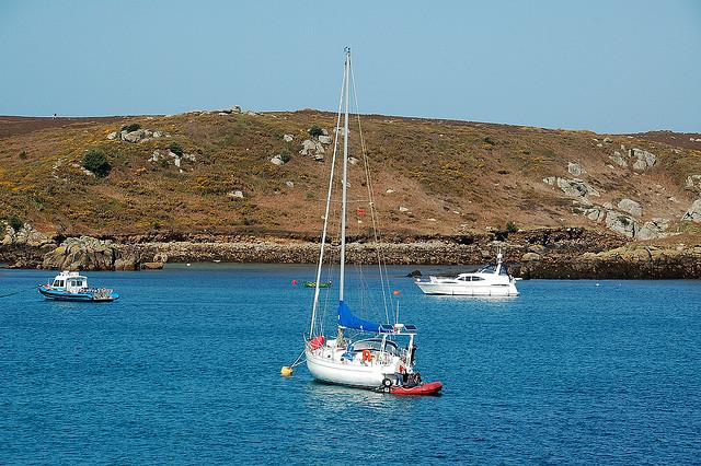 Mouillage aux îles Scilly, licence CC par James Stringer