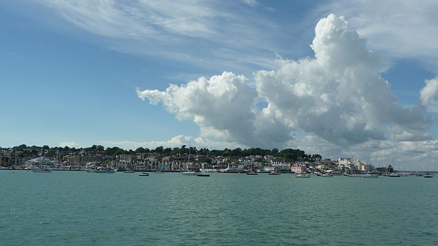 Cowes, photo par Arriva436 (licence CC)